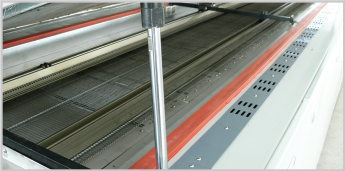 Reflow-Oven_Feature-Guide-Rail-Width-Adjustment